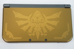 New Nintendo 3DS XL Hyrule Gold Edition Hylian Crest Front Cover